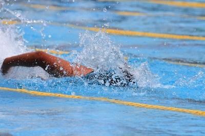 クロール泳ぎ方小学生が3日でマスター・顔と位置と息継ぎの仕方と手の動きは?