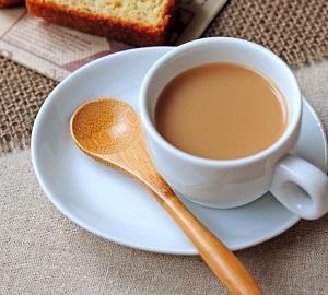 ミルクティーは紅茶とミルクどっちが先?その割合は?