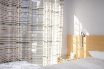 暑さ対策カーテンを見直す?日中のエアコン節約の設定温度や風量は?