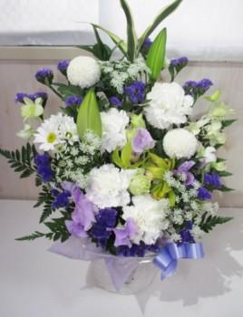 お悔みの花の種類と色は?相場とメッセージは?友人のお母様の場合