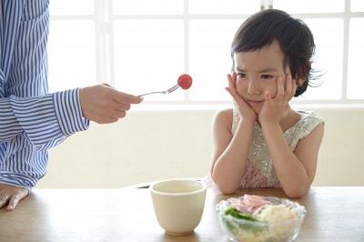 2歳児朝食を食べない?簡単朝ごはんのメニューは?何時に食べさせる?