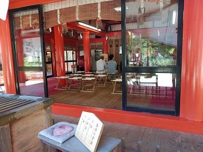 金桜神社社殿横パワーストン