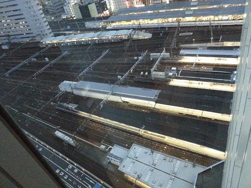 マリオットホテルコンシェルジュラウンジ新幹線が見える