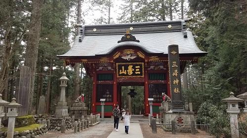 三峯神社髄身門