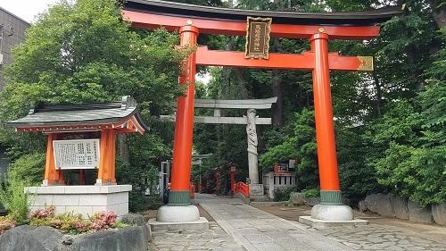 馬橋稲荷神社のパワースポット双龍鳥居と開運の鈴